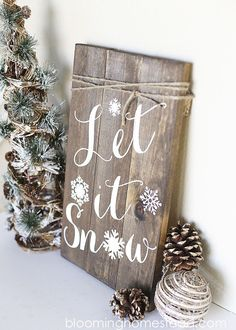 Beautiful DIY Winter Woodland Sign. Check out the full tutorial for this beautiful diy sign. Lovely for winter home decor. Fun girls night out craft.
