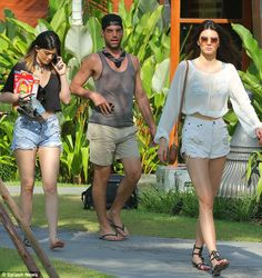 http://news-all-the-time.com/2014/04/07/kylie-jenner-carries-box-of-sugary-lucky-charms-cereal-while-on-vacation/ - Kylie Jenner carries box of sugary Lucky Charms cereal while on vacation  - By Heidi Parker     Published:       14:06 EST, 7 April 2014   |    Updated:       14:35 EST, 7 April 2014   Kylie Jenner has been showing off a fit frame for months now on her Instagram account. But the 16-year-old isn't depriving herself of the tastier things in life, like a suga