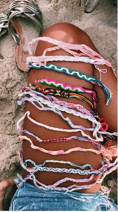 15 chunky and trendy accessories and clothing for this spring - summer . - 15 chunky and trendy accessories and clothes for this spring – summer – - Summer Bracelets, Cute Bracelets, Braclets Diy, Beach Bracelets, Ankle Bracelets, Diy Friendship Bracelets, String Bracelets, Thread Bracelets, Embroidery Bracelets