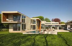 Fieldview House. Più che una casa, quasi una reggia dal design contemporaneo tra i campi di East Hampton.