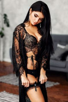 Beautiful girls, gorgeous lingerie, and sensual Mistresses who play with their naughty pets. Belle Lingerie, Hot Lingerie, Black Lingerie, Lingerie Models, Black Underwear, Sexy Outfits, Look Plus Size, Lingerie Collection, Beautiful Lingerie