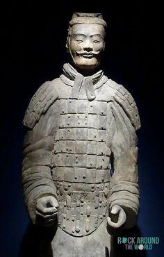 Rangmittlerer Offizier der Terrakotta Armee vom Kaiser Qín Shǐhuángdì – Middle-ranking Officer of the Terracotta Warriors of the first emperor Qín Shǐhuángdì in the Mausoleum of Qín Shǐhuángdì, Xi'an
