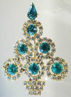 Christmas tree pin of aqua color blue green
