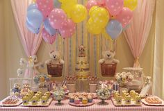 Fabulous Baby Shower Ideas - DIY centerpieces, Favors, Cookies, Cakes, Balloon Garlands and Decorations. Baby Shower Center, Baby Shower Fall, Baby Boy Shower, Birthday Table, Girl Birthday, Birthday Ideas, Baby Party, Baby Shower Parties, Shower Party