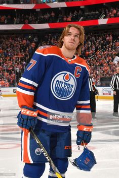 Connor McDavid of the Edmonton Oilers stands for the singing of the national anthem prior to the game against the Winnipeg Jets on December 2018 at Rogers Place in Edmonton, Alberta, Canad Hockey Puck, Hockey Mom, Ice Hockey, Golden Knights Hockey, Connor Mcdavid, Hockey World, Pittsburgh Penguins Hockey, Edmonton Oilers, National Hockey League