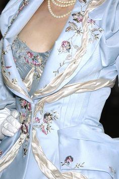 Details at Christian Dior Fall 2007 Haute Couture Christian Dior Couture, Dior Haute Couture, Couture Fashion, Runway Fashion, High Fashion, Fashion Show, Womens Fashion, Paris Fashion, Fashion Fashion