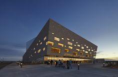 Centro de Artes Performativas Wagner Noël / Bora Architects + Rhotenberry Wellen Architects