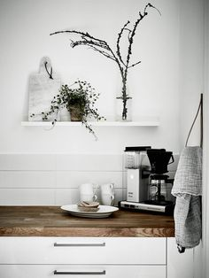 Modern Kitchen Remodel Ideas For Small Kitchens - Kitchen WOW Kitchen Interior, Room Interior, Interior Design Living Room, Kitchen Design, Interior Modern, Minimalist Interior, Interior Styling, Kitchen Ideas, Scandinavian Apartment