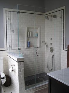 Love the white n black tiles... So clean and classic. Diggin the built-in, too :-)