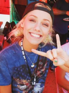 I honestly think Jenna has the most beautiful smile. Love Band, Cool Bands, Music Is Life, Live Music, Beautiful Smile, Beautiful People, Mayday Parade Lyrics, Cap Girl, Alan Ashby