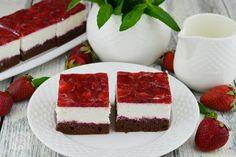 Prajitura cu mascarpone si jeleu de capsuni - CAIETUL CU RETETE Mousse, Dessert Cake Recipes, Food Cakes, Tiramisu, Cheesecake, Deserts, Candy, Cookies, Ethnic Recipes