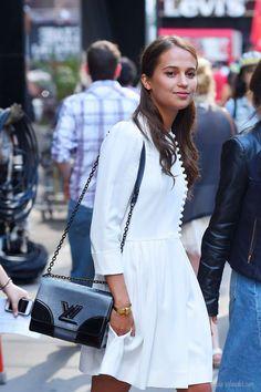 Alicia Vikander #buttons #dress