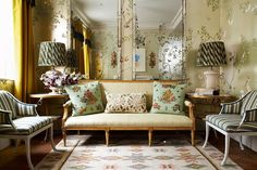 How to Decorate With Pattern - Stephan Eicker Living Room (houseandgarden.co.uk)