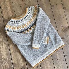 Ravelry: Project Gallery for Riddari pattern by Védís Jónsdóttir Knitting Projects, Knitting Patterns, Icelandic Sweaters, Modest Outfits, Needlework, Knitwear, Knit Crochet, Stitch, Sewing