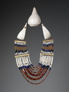 Inde, Nagaland, début du 20ème siècle, coquillages, os et perles de verre © musée du quai Branly