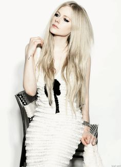 Avril Lavigne Photos, Avril Lavigne Style, Deryck Whibley, Avril Levigne, Punk Rock Princess, Pop Punk, Cool Blonde, Black Star, Female Singers