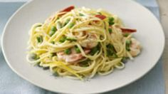 Tempt the family to the table tonight with this easy-peasy pasta recipe. The prawns add that special touch, and marry beautifully with the cream plus a hint of garlic, lemon and fresh chives. The kids will love it! Garlic Recipes, Shrimp Recipes, Pasta Recipes, Dinner Recipes, Cooking Recipes, Kid Recipes, Recipies, Creamy Prawn Pasta, Garlic Prawn Pasta