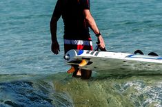 Aquila Turbo: Electric Powered Surfboads