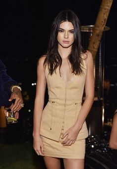 Jenner puts on a leggy display in thigh-skimming mini dress Stunning: Kendall paired the fashion-forward design with black lace-up stilettos, while he.Stunning: Kendall paired the fashion-forward design with black lace-up stilettos, while he. Khloe Kardashian, Robert Kardashian, Kardashian Kollection, Kendall Jenner Outfits, Kendall Jenner Mode, Kris Jenner, Modelos Victoria Secret, Jenner Sisters, Teen Choice Awards