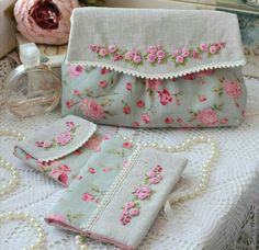 Awesome Most Popular Embroidery Patterns Ideas. Most Popular Embroidery Patterns Ideas. Embroidery Purse, Embroidery Tools, Silk Ribbon Embroidery, Hand Embroidery Designs, Vintage Embroidery, Embroidery Applique, Embroidery Stitches, Embroidery Patterns, Crochet Leaf Patterns