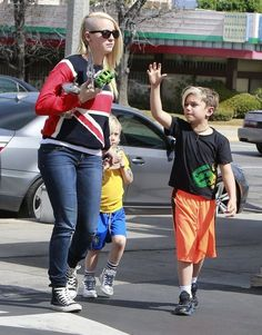 Gwen Stefani takes her boys Kingston and Zuma shopping at Target and then out to lunch