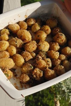 Oven roasted new potatoes with Parmesan, honey and herbs I Love Food, Good Food, Yummy Food, Tasty, Veggie Recipes, Vegetarian Recipes, Healthy Recipes, Food N, Food And Drink