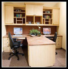 なんかミニオフィスみたい。作業スペースもあるし,同じ部屋で一緒にネットしたりしながらいられるのもいい。