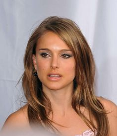 natalie portman's hair. Love! definitely want this color and style!!
