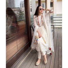 Online shopping for women Salwar Suits Indian. Latest collection of Anarkali, party wear, casual wear, Punjabi at cheap price Pakistani Dresses Party, Pakistani Dress Design, Pakistani Outfits, Party Wear Dresses, Dress Party, Dress Indian Style, Indian Dresses, Indian Wear, Ethnic Outfits