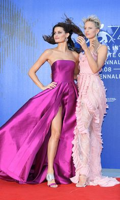 Isabeli Fontana and Karolina Kurkova, in Philosophy, didn't let the wind stop them from looking super glam ahead of honoring their late friend Franca Sozzani.    Photo: WireImage