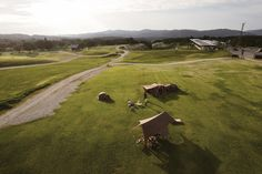 新潟県三条市にあるスノーピークのキャンプ場 | 約5万坪のスノーピーク本社にある広大なキャンプ場。夜は360度自然のプラネタリウム【新潟の旅】 | PHOTO(1/4)