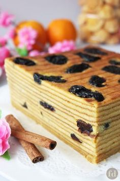 Indonesian layer cakes are decadently moist, gloriously buttery and wonderfully aromatic. These layered butter cakes are loved for their richly sweet and spiced Indonesian Desserts, Asian Desserts, Köstliche Desserts, Delicious Desserts, Dessert Recipes, Layer Cake Recipes, Cookie Recipes, Layer Cakes, Thousand Layer Cake