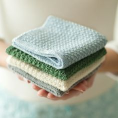 Pattern to knit your own pretty wash cloths. - Washcloth - Ideas of Washcloth - Pattern to knit your own pretty wash cloths. Yarn Projects, Knitting Projects, Crochet Projects, Knitting Ideas, Dishcloth Knitting Patterns, Free Knitting, Knitted Washcloth Patterns, Diy Crochet Washcloth, Knitting Needles