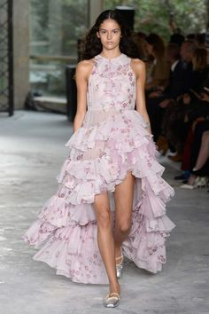Giambattista Valli Spring/Summer 2018 Ready To Wear | British Vogue