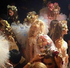 """Backstage at fashion shows or renaissance paintings? Renaissance Kunst, Renaissance Paintings, Italian Renaissance, Princess Aesthetic, Alphonse Mucha, Classical Art, Pics Art, Belle Photo, Oeuvre D'art"