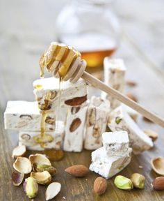 Nougat with pistachios and honey Honey Recipes, Sweets Recipes, Desserts, Easy Recipes, Fudge, Romanian Food, Romanian Recipes, Good Food, Yummy Food