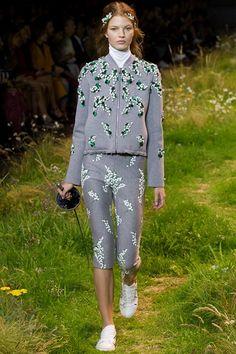 Sfilata Moncler Gamme Rouge Parigi - Collezioni Primavera Estate 2016 - Vogue