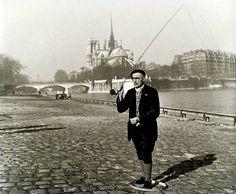 Robert Doisneau, The fisherman, Paris, 1951, (via mimbeau)