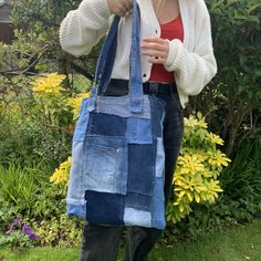 Diy Crafts Old Jeans, Aesthetic Bags, Visible Mending, Diy Bags Purses, Patchwork Jeans, Recycle Jeans, Upcycling Ideas, Recycled Fashion, Cycling Outfit