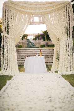 think i found my chuppah! All-White Wedding Decor - Belle the Magazine. Wedding Ceremony Ideas, Wedding Chuppah, Wedding Altars, Wedding Trends, Ceremony Backdrop, Backdrop Ideas, Trendy Wedding, Wedding Tables, Wedding Arches