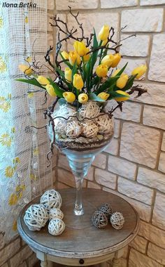 Diy Easter Decorations, Table Decorations, Modern Centerpieces, Easter Flowers, Flower Crafts, Floral Arrangements, Projects To Try, Arts And Crafts, Spring