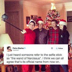 Parece que a muchos les regalaron una vara para selfies en Navidad.