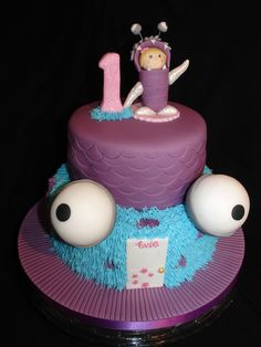 - (Nov 2013) Made the Birthday Girl dressed as 'Boo'. Used Polystyrene Balls for the big eyes. Unfortunately they were to heavy and wouldn't stay on the side of the top tier so I had to place them on top of the bottom tier. Hope you like it!! xMCx