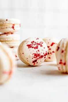 Get your spooky on with these gory blood splatter macarons Best Macaron Recipe, French Macarons Recipe, Halloween Themed Food, How To Make Macarons, Gel Food Coloring, Aquafaba, Ground Almonds, Almond Flour, Holidays And Events
