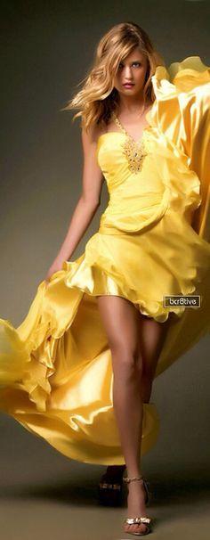A Beautiful Yellow Dress. Look Fashion, High Fashion, Womens Fashion, Fashion Glamour, Dress Fashion, Mode Glamour, Lady, Yellow Fashion, Shades Of Yellow