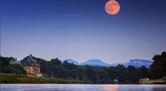Naturspektakel: Die schönsten Fotos vom Erdbeermond #News #Unterhaltung