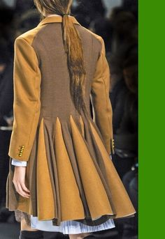 For renaissance fair costume. Find old suit coat at thrift store, cut out back and add new fabric and add ruffled tail Fashion Details, Diy Fashion, Womens Fashion, Fashion Design, Diy Mode, Altered Couture, Pulls, Refashion, Looking For Women