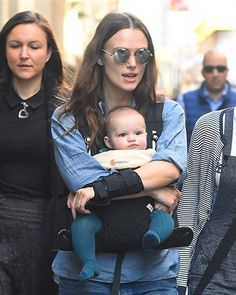 Keira and Edie Keira Knightley Style, Cute Woman, Beautiful Children, Vanity Fair, Black Leather, Mummy Bloggers, Hollywood, Celebs, Street Style