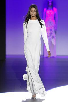 Líneas depuradas, la dualidad entre el blanco y el negro y juegos de texturas y transparencias es lo que propone Juana Martín para la próxima temporada #vestidos2015 #mbfwm14