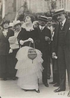 Femme élégante, Juin 1914. Séeberger frères - Arago.